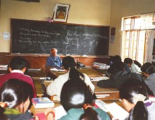 everett teaching tibetans in india 1999