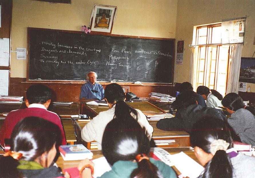 everett teaching tibetans in india 1999
